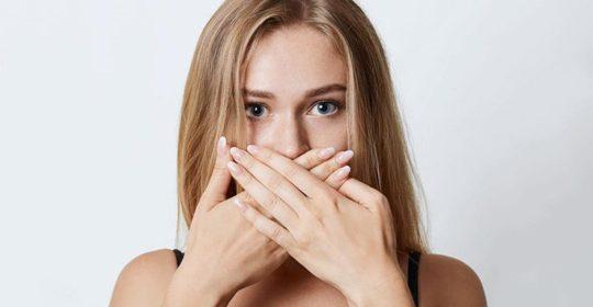 Причины возникновения запаха из-под коронки